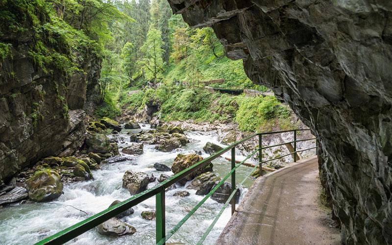 Die Breitchklamm am Kleinwalsertal ist im Sommer und im Winter ein beeindruckendes Naturdenkmal.