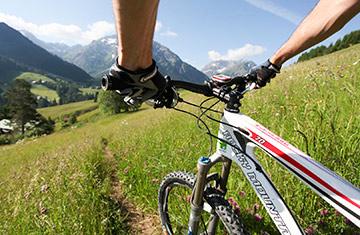 Biken im Kleinwalsertal im Sommer.