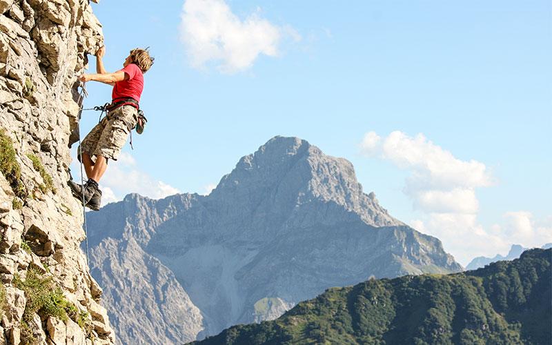 Erleben Sie ein Abenteuer in Ihrem Urlaub im Kleinwalsertal: Beim Klettern und Canyoning sind Action und Spaß garantiert. Alle Infos hier!