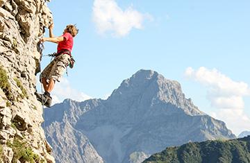 Freizeit im Sommer: Canyoning und Wandern im Kleinwalsertal.