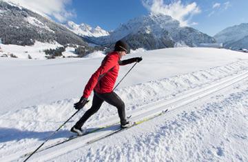 Ski-Langlauf im Kleinwalsertal im Winter.