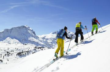 Skitouren im Kleinwalsertal auf nicht präparierten Hängen.